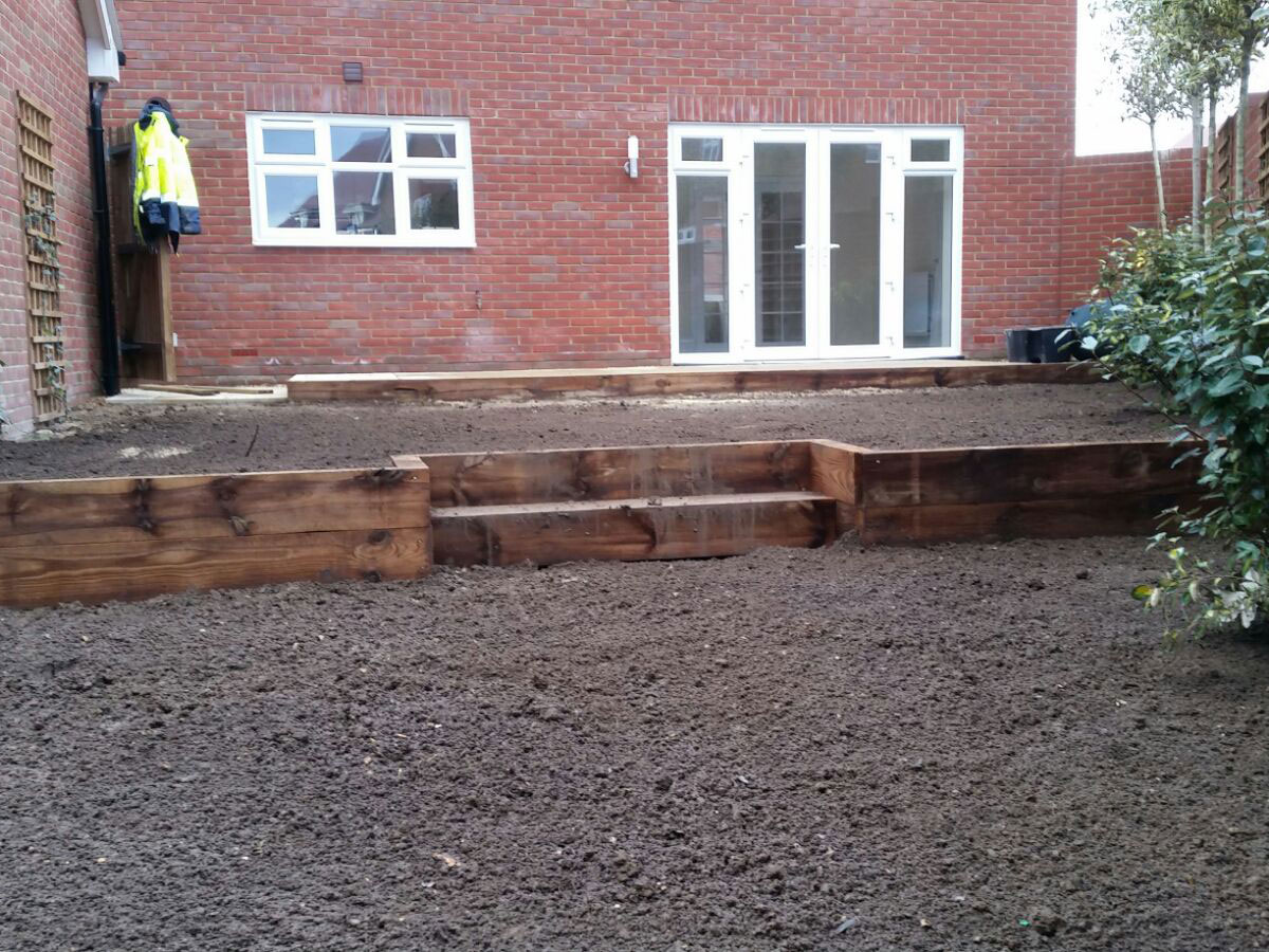 Sleepers for stepped retains solution