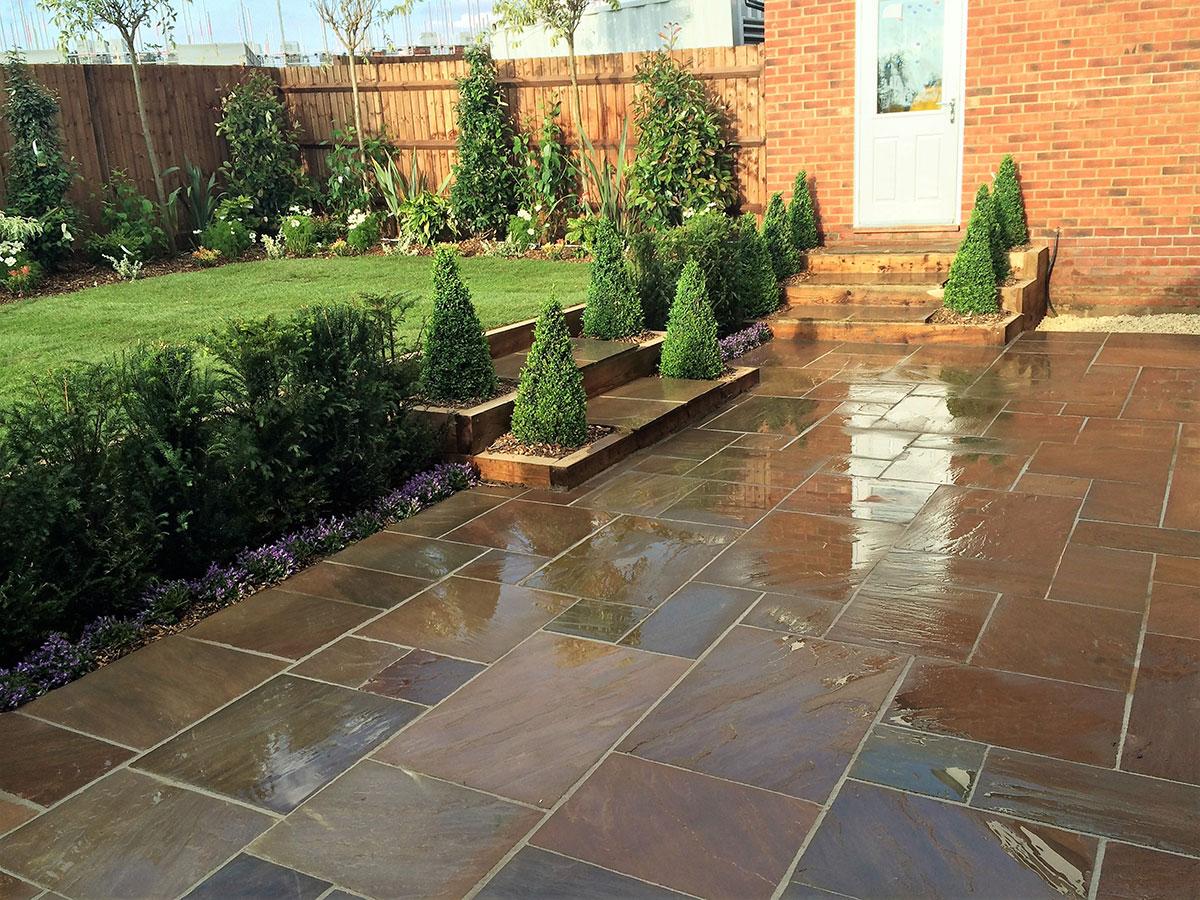 Split level garden using retaining